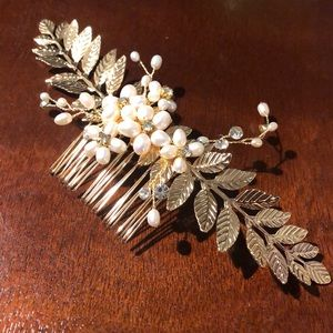 Accessories - Gold leaves & pearls bridal hair comb